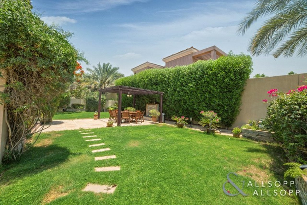 villa-withdrawn-in-mirador-dubai-DUB150445-view15